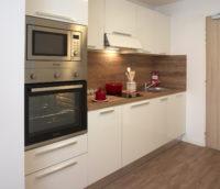 residence-seniors-des-poetes-citivie-beziers-languedoc-roussillon-cuisine-appartement