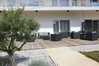 residence-seniors-des-poetes-citivie-beziers-languedoc-roussillon-salon-de-jardin